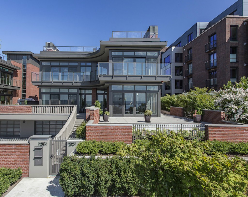 Townhouse for sale recommended by John L. Scott