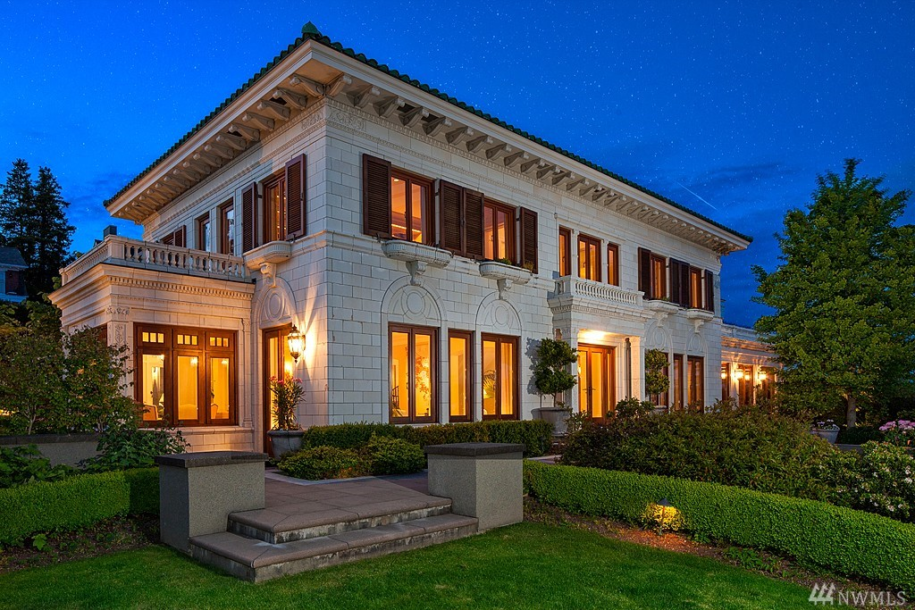 Villa for sale recommended by John L. Scott