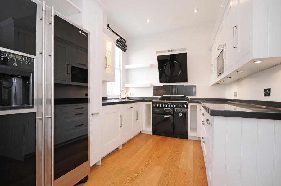 Villa for sale recommended by Northfields Estate Agents