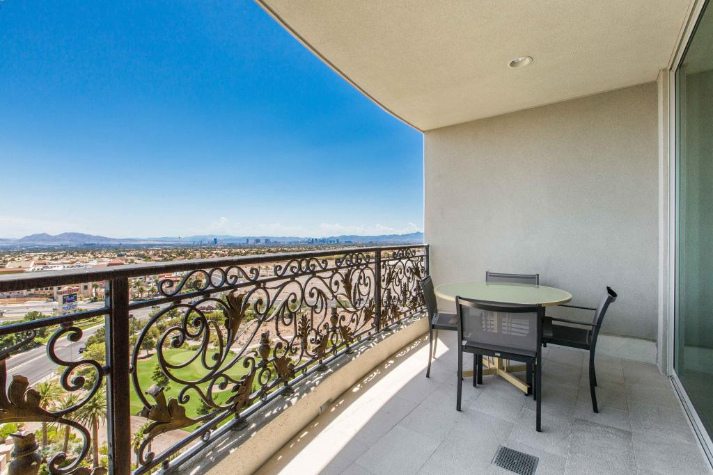 Apartment for sale recommended by Shapiro & Sher Group