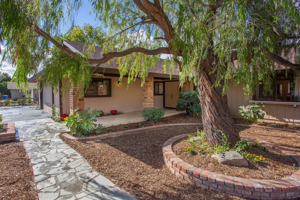 Villa for sale recommended by Whissel Realty